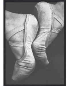 Poster 50x70 B&W Faded Ballet Shoes (Planpackad)